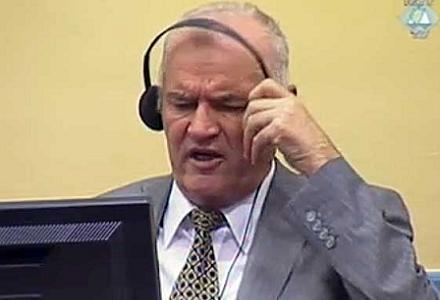 Mladic-removed-from-court.jpg