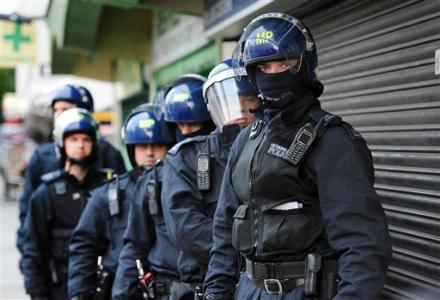 UK_Riot_Police_Full_Gear.jpg