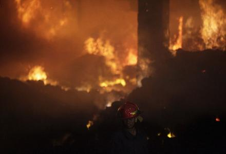bangladesh_garment_factory_fire_kills_121.jpg