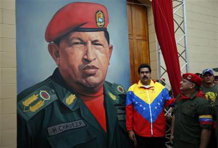 chavez_mural_with_maduro_standing.jpg