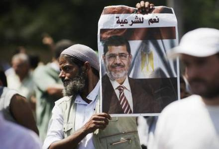 egypt_mursi_supporters_clash_with_army.jpg