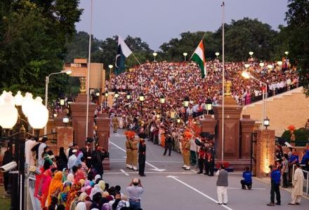 india_pakistan_wagah_flag_lowering_ceremony.jpg