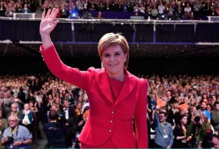 nicola_sturgeon_red_dress.jpg