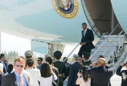 obama-exit-from-ass-of-air-force-one-in-china.jpg