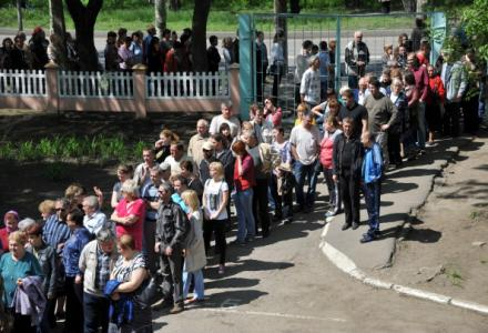 ukraine_donetsk_referendum_large_turnout.jpg